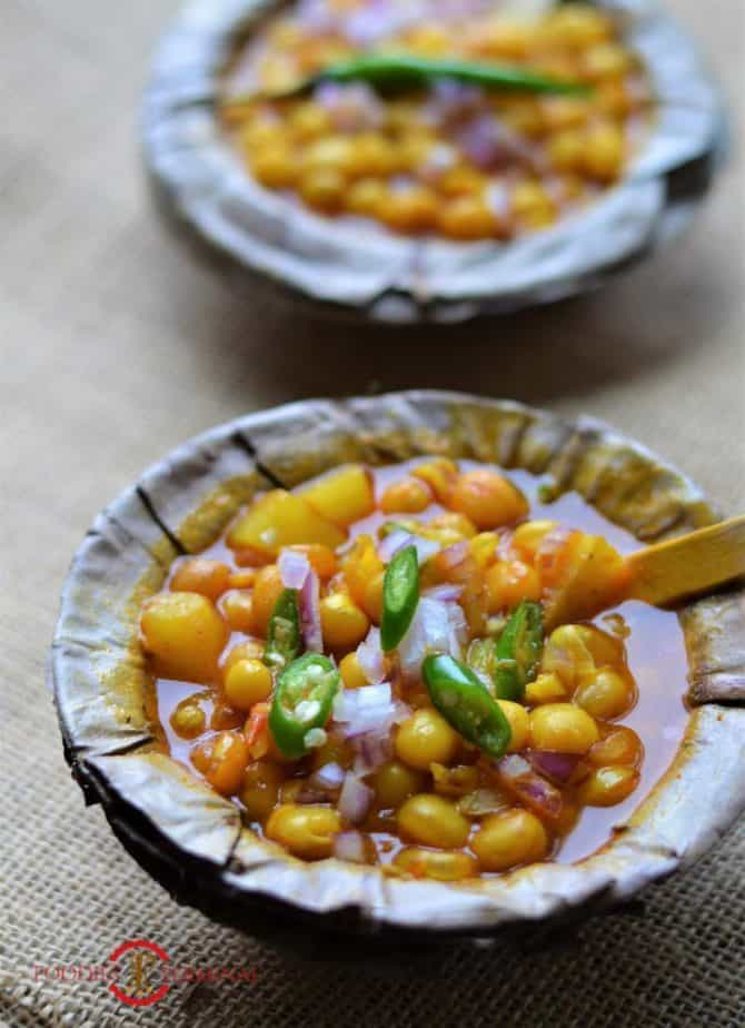 Bengali Ghugni recipe garnished with chopped onions