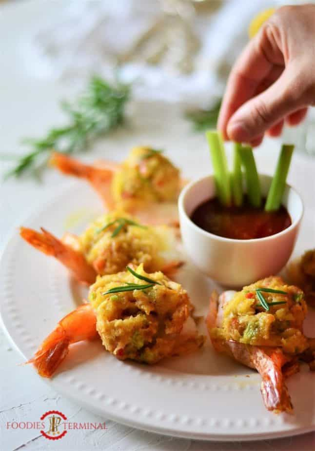 Easy Baked Stuffed Shrimp with Crabmeat & Ritz crackers served on a plate.