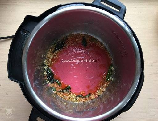 Frying the quick sauce in the Instant Pot