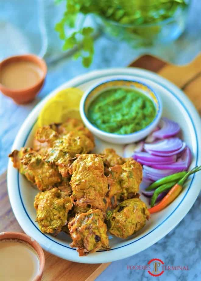 Chicken Pakora recipe served with green dip