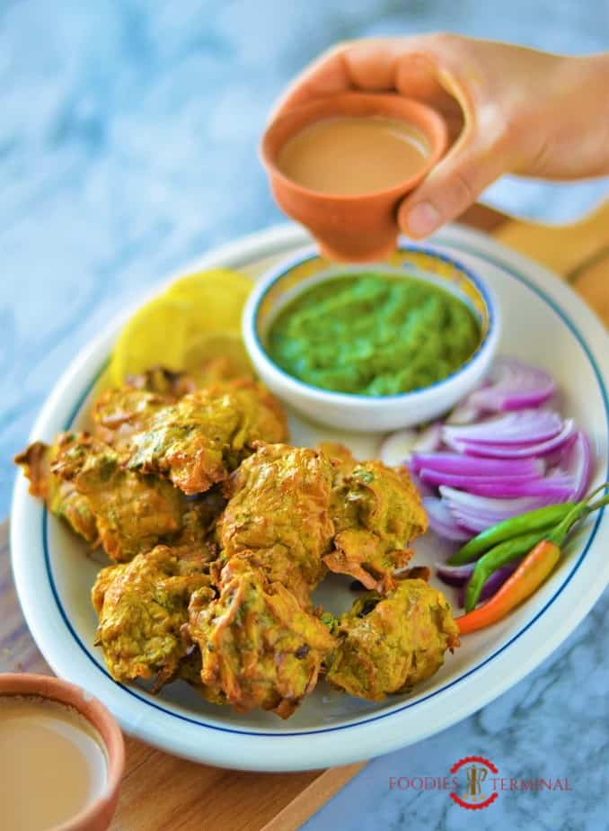 Chicken pakora served with accompaniments