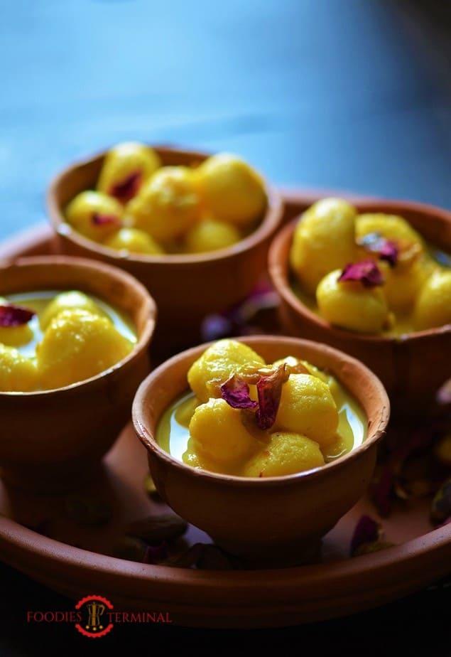 Angoori Rasmalai Recipe in four clay pots