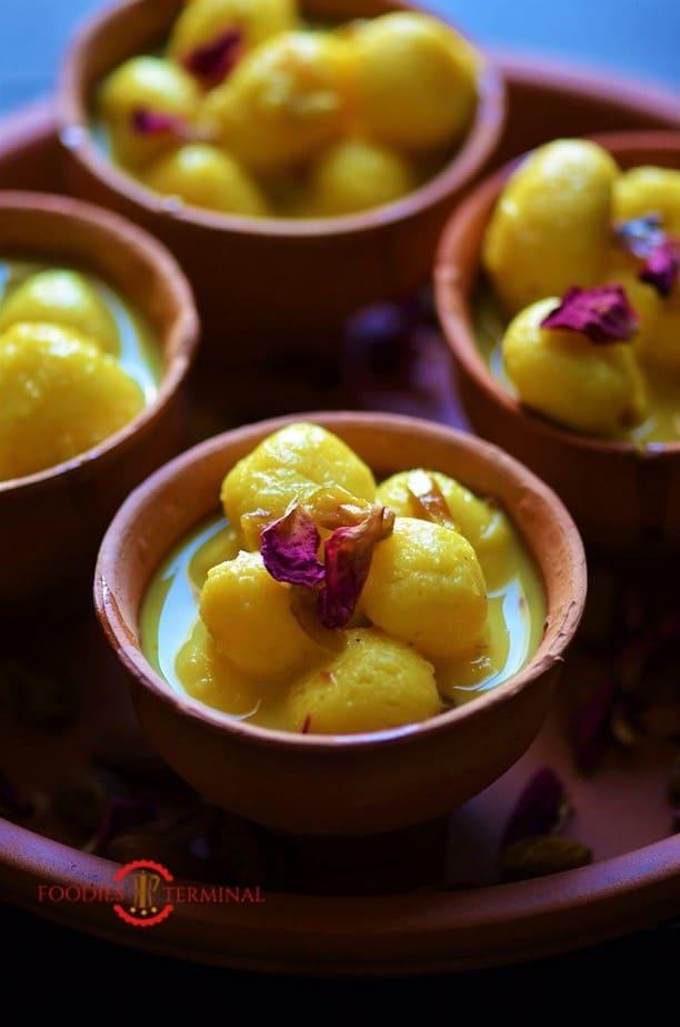 Angoori Rasmalai Recipe served in clay pots