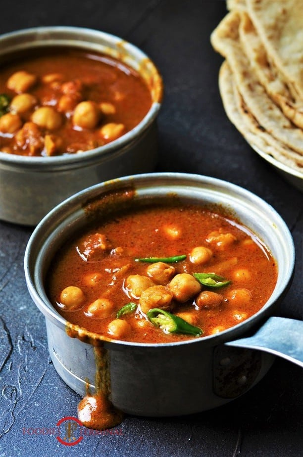 Chana Masala recipe for chapathi served in two small metal pots