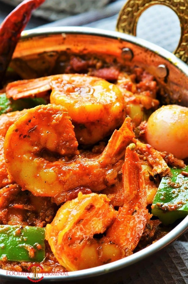 Close up picture of Jumbo prawns in Prawn Karahi