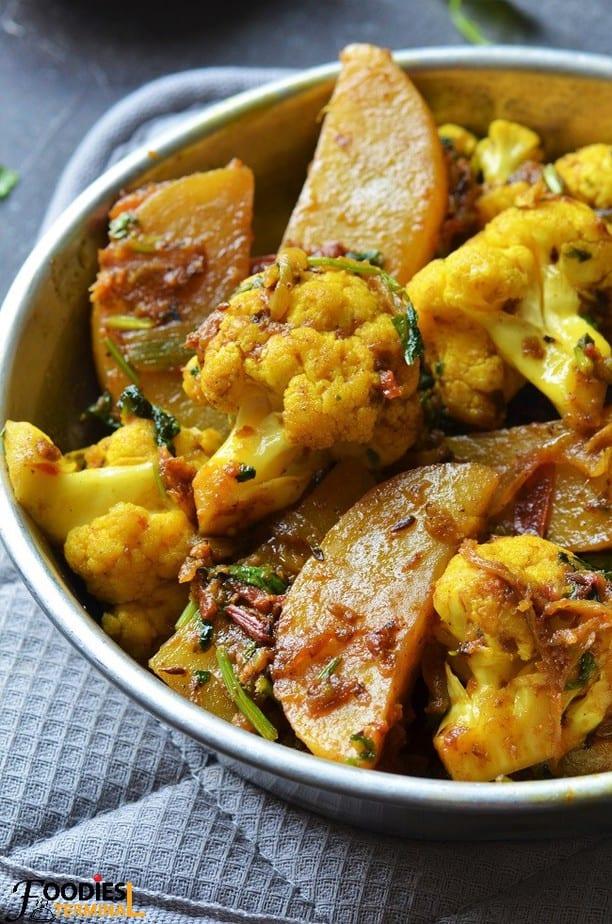 Punjabi Aloo Gobi recipe with gobi florets & potatoes