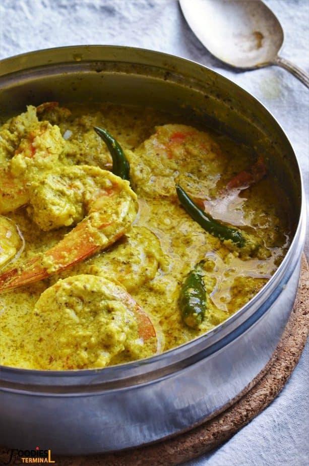Bengali style Chingri Bhapa with coconut & prawns