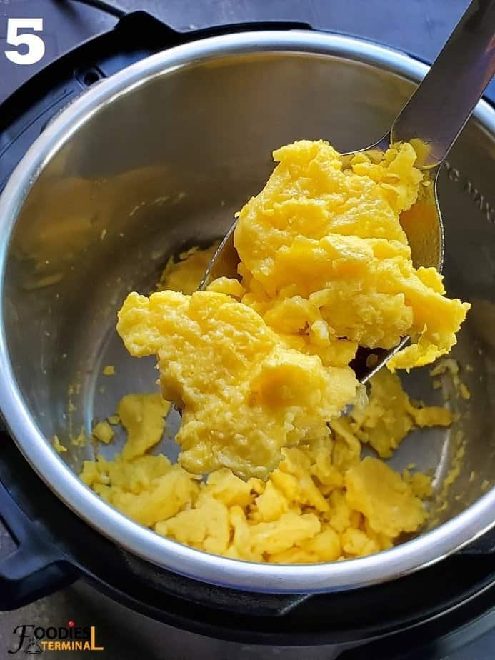 scrambled eggs in instant pot & a ladle very soft & fluffy