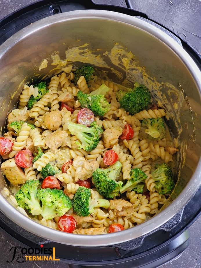 Instant pot chicken pesto pasta with broccoli and cherry tomatoes